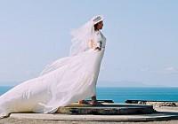 creative wedding pose