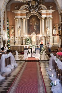 Traditional church wwedding