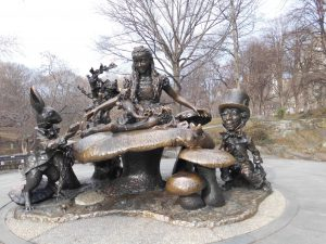 sculpture Alice in wonderland